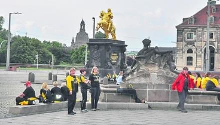 Vier Wochen lang machten die Postler sich zu Füßen Augusts des Starken stark gegen Ausgründungen bei den Zustellern. Foto: Una Giesecke