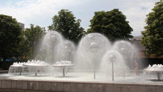 Am Ostern sprudeln viele viele Brunnen und Wasserspiele in Dresden, so auch in Dresden-Prohlis. // Foto: Archiv