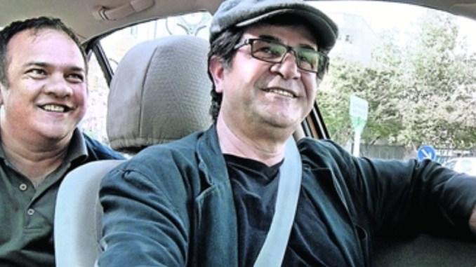 Der Regisseur als Taxifahrer.