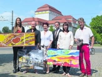 Doreen Wolff, Carsten Linke, Viola Klein, Yosi Losaij und Ulrich Eißner mit Charity-Kunst Foto: Th. Wolf