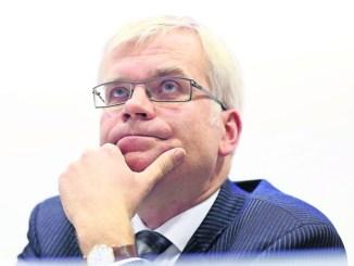 Hat ein Loch von rund zwölf Millionen im Stadtsäckel errechnet und eine Ausgabensperre verhängt: Hartmut Vorjohann. Foto: Steffen Füssel