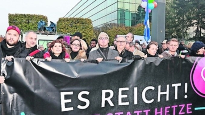 """Zum Jahrestag von Pegida wird wieder unter dem Motto """"Herz statt Hetze"""" demonstriert. Foto: xcitePRESS"""