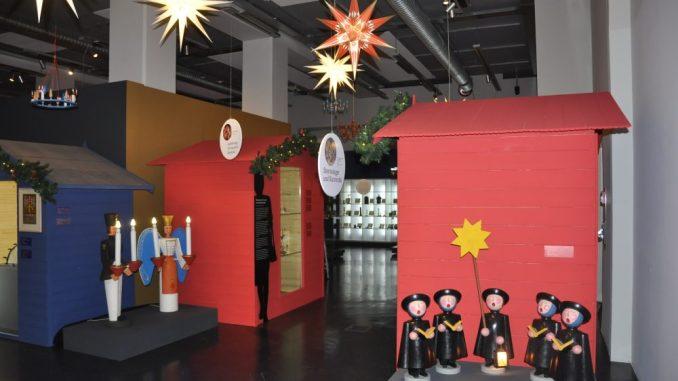 Von Herrnhuter Stern, Kurrende und Kerzenlicht handelt die neue Sonderschau im Stadtmuseum. Foto: Una Giesecke