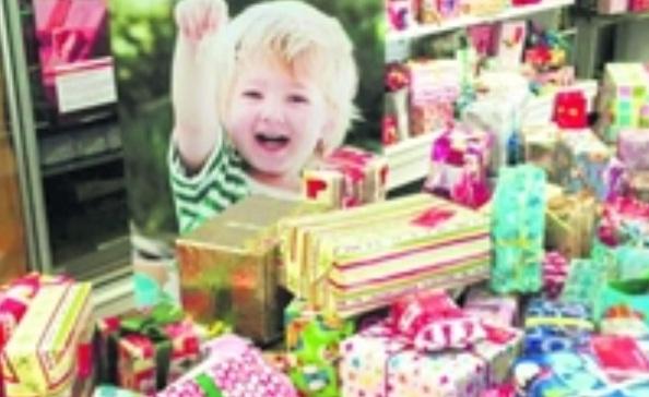 Bei der Kinderweihnachtsfeier der Dresdner Tafel am 15. Dezember 2015 wurden sie ausgeteilt und von den kleinen Gästen auch direkt ausgepackt. Foto: Sodexo
