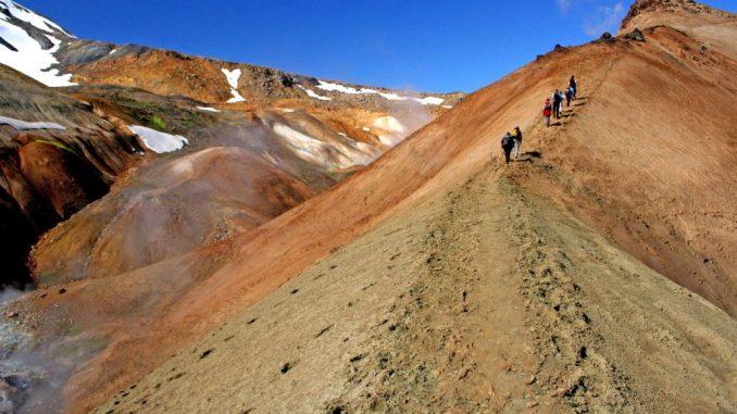 Weite Flächen Islands bedecken Gletscher und ewiges Eis. Foto: djd