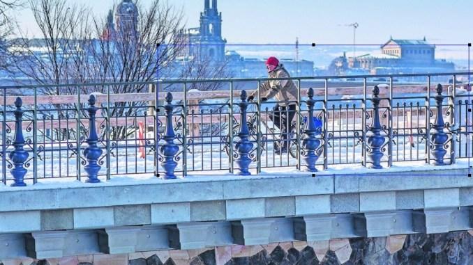 Das neue Geländer an der Albertbrücke sorgt derzeit für reichlich Diskussionen. Foto: Sven Ellger