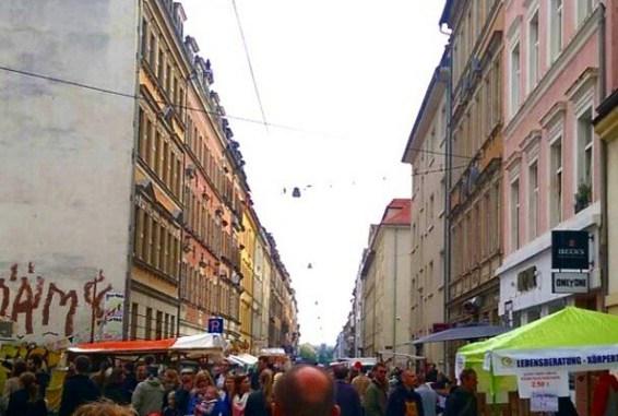 Das Straßenfest in der Neustadt lockt jedes Jahr tausende Besucher an. Nun soll das Konzept überarbeitet werden. Foto: F. Sommer