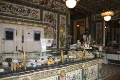 Neben Käse von regionalen Herstellern finden sich auch weitere Produkte von regionalen Produzenten. Foto: F. Sommer