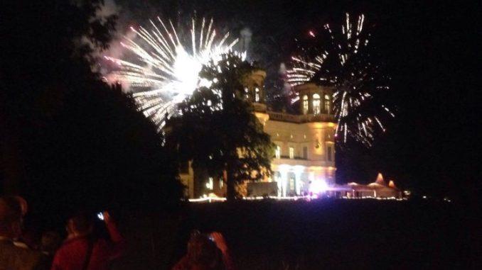 Das Feuerwerk über Schloss Albrechtsberg ließ die Besucher staunen. Foto: F. Sommer