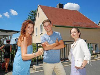 Stephanie Kestner (30), Stefan Trams (24) und Marlene Wachtel (34) drehen mit VOX in Dresden. Foto: Thomas Türpe Foto - Thomas Türpe