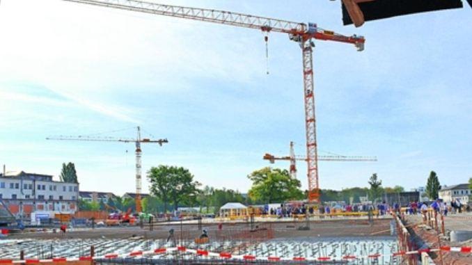 Auf 12000 Quadratmeter Fläche breitet sich die Riesenbaustelle aus. Foto: Thessa Wolf