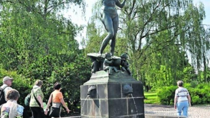 Für den Marie-Gey-Brunnen mit Aphrodite, der Göttin der Schönheit, stand 1910 die erste Gattin des Dresdner Malers Otto Westphal dem Bildhauer Georg Wrba Modell.