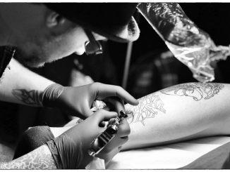 Bei der Tattoo Convetion zeigen Künstler live was sie können. Foto: PR