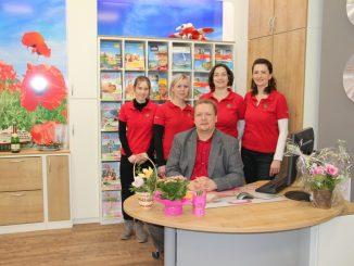 Rainer Maertens und sein Team im neugestalteten Büro. Foto: F. Sommer