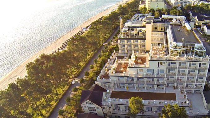 Das Rugard Strandhotel befindet sich an einer spektakulären Kulisse. Foto: PR