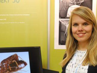 "Lisa-Marie Pumpa aus Sachsen präsentiert bei ""Jugend forscht"" ihr Projekt. Foto: Bernard Darko/Archiv"