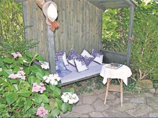 Einladendes Plätzchen im Grünen – Laubenbank im Garten an der Meußlitzer Straße 94 Foto: Iris Hellmann