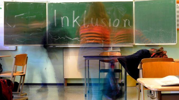 Das Wort «Inklusion» ist auf die Tafel geschrieben.Foto: Jonas Güttler/Archiv