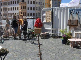 Auf dem Neumarkt steht noch bis zum 15. Juni eine künstlerische Installation für Begegnungen zwischen Bürgern und Künstlern. Foto: Una Giesecke