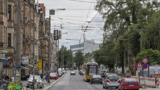 Die Königsbrücker Straße in Dresden wartet nach wie vor auf ihre Sanierung. Foto: Andreas Weihs