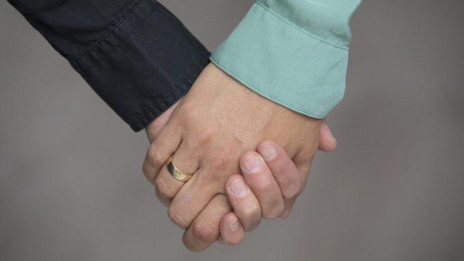 20 bis 30 Anfragen gibt es bisher in Sachsen zur Ehe für alle. Foto: Jörg Sarbach/Archiv