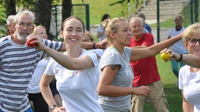 Dresdens Gesundheitsbürgermeisterin Dr. Kristin Klaudia Kaufmann turnte zur Eröffnung am 1. August gleich mit. Foto: Una Giesecke