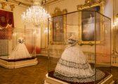 "Hofburg Wien, Sisi Museum, Replik des ""Polterabendkleides"" © Schloß Schönbrunn Kultur- und Betriebsges.m.b.H., Foto Alexander Eugen Koller"