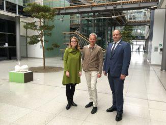 Michael Schindhelm, Kurator für Dresdens Kulturhauptstadtbewerbung, mit Oberbürgermeister Dirk Hilbert Kulturbürgermeisterin Annekatrin Klepsch. (Foto: Daniel Heine)
