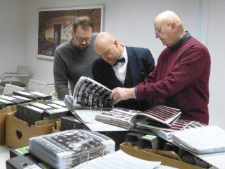 Übergabe des Bildarchivs. Marco Iwanzeck, Thomas Kübler, Günter Ackermann v. l. n. r, Stadtarchiv Dresden, (Foto: Johannes Wendt, 2018)