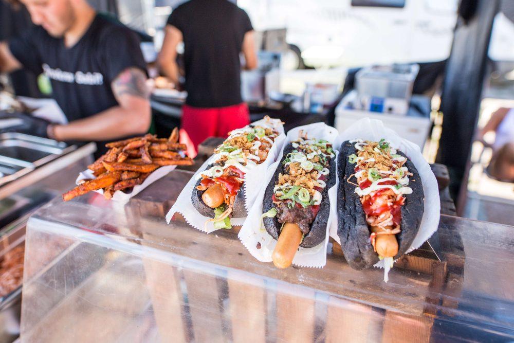 Street Food_schwarzes HotDog