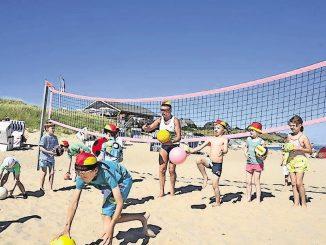 Spiel und Sport gehören zum sommerlichen Strandleben einfach dazu. Foto: djd/Kurverwaltung List