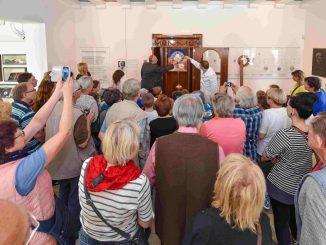 Zum Familientag im Uhrenmuseum Glashütte wurde die astronomische Kunstuhr aufgezogen. (Foto: Holm Helis)