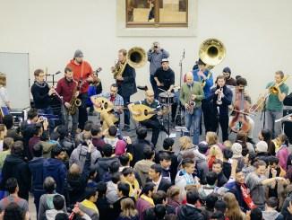 Bunte, tolle Musik: Am Sonnabend in der Johannstadthalle. Foto: Oliver Killig