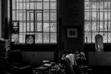 Im Atelier des Künstlers Michael Triegel. Er arbeitet im Dezember 2017 an einem Altar für eine Kirche in Bamberg. Thema: Weihnachten. Spiegel auf dem Heizkörper. Foto: Christoph Busse