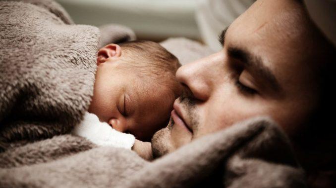 Väter und ihre Kinder - eine ganz große Liebe. Foto: Pixabay