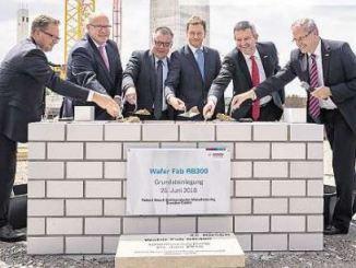 Vorige Woche ist der Grundstein für das Chipwerk der Robert Bosch GmbH in Dresden gesetzt worden. Dort will der Autozulieferer ab Ende 2021 für den Eigenbedarf fertigen. Foto: Robert Michael