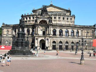 Semperoper und Theaterplatz Dresden (Foto: Juliane Zönnchen)