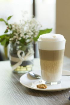 Latte Machiato schmeckt ebenso lecker im Café Milchmädchen in Dresden Gruna (Foto: Christian Chalupka)