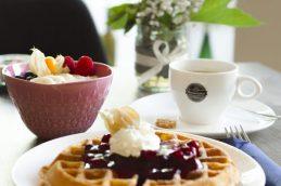 Frische Waffeln und Dessert laden ins Café Milchmädchen in Dresden Gruna ein (Foto: Christian Chalupka)