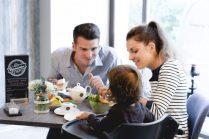 Im Café Milchmädchen in Dresden Gruna sind auch Familien mit Kindern gern gesehene Gäste (Foto: Christian Chalupka)