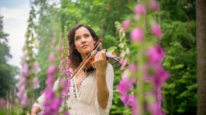 """Franziska Wiese verzückt auch auf ihrem neuen Album """"ALLES WEISS"""" gesanglich und virtuos"""