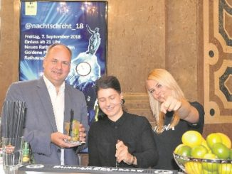 Oberbürgermeister Dirk Hilbert mixt gern mal einen Cocktail. Foto: Una Giesecke