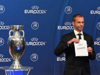 Aleksander Ceferin, Präsident der UEFA, zeigte heute ein Blatt mit der Aufschrift «Germany». (Foto:SoerenStache/Archiv dpa)