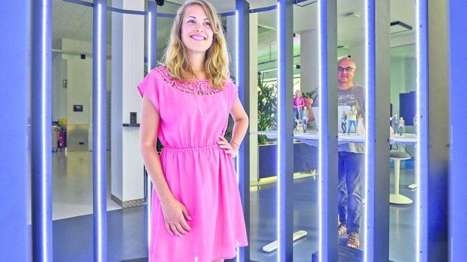 """Rein in den """"Käfig"""", kurz lächeln – und in wenigen Minuten als 18 Zentimeter großes """"Mini-Ich"""" wieder herauskommen. Foto: PR"""