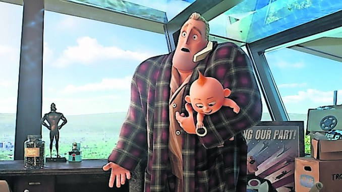 Vater Bob alias Mr. Incredible mit Jack-Jack (Foto: Walt Disney)
