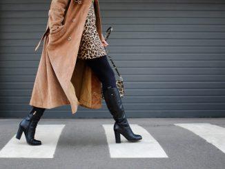 Style vor Kälteschutz. Bei vielen ist das auch in diesem Winter wieder das Credo. Dabei muss sich beides nicht gegenseitig ausschließen. Foto: fotolia.com © Africa Studio