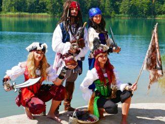 Jede Menge Abenteuer mit Kapitän Jack und seinen Piratenmädchen. (Foto: Firma Märchenhafter Besuch)