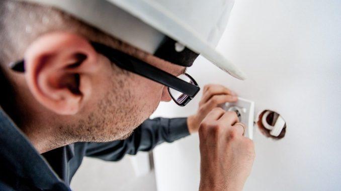 Plötzlich auftretende Reparaturen im Haushalt oder am eigenen Auto können sehr kostspielig werden (Foto: www.pixabay.com)