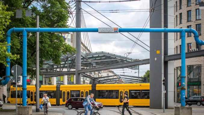 Wieder blaue Rohre in Dresden