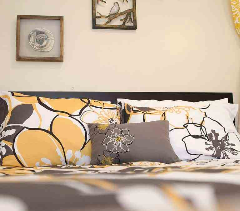 Dawson Retreats near Missouri star quilt co hotel cottage bedroom